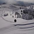 雪壁を登る