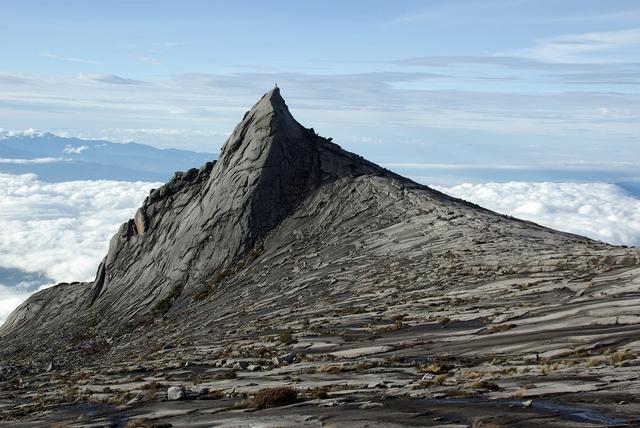 雲上の岩峰~キナバル・サウスピーク~