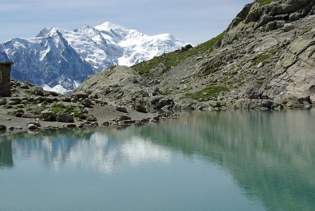 湖に映えるモンブラン