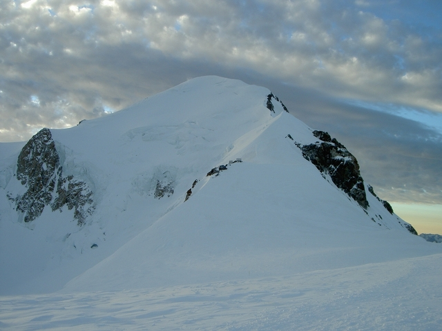 モンブラン稜線の朝